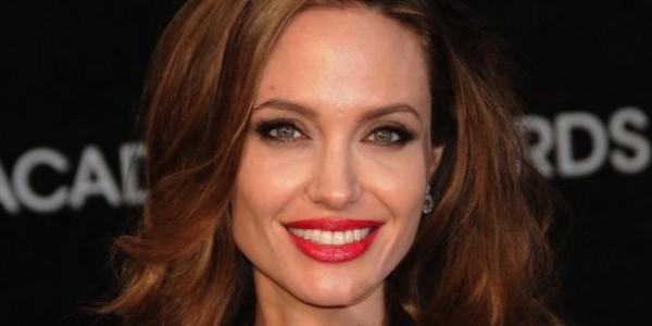 Chirurghi plastici sul caso angelina Jolie: giusta la scelta dell'attrice