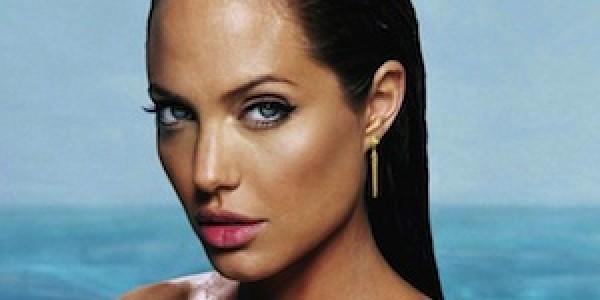 Angelina Jolie chirurgia del seno: boom di richieste per rimuovere il seno