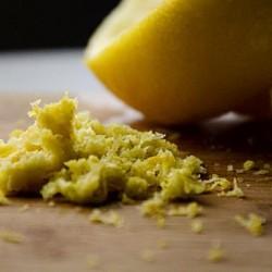 Dallo Scrub al Metabolismo, ecco cosa puoi fare con una scorza di limone!