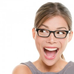 Addio agli occhiali: la vista migliora in 15 minuti con le lenti intraoculari